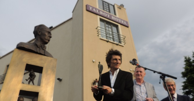 Talbot Hotel Stillorgan - Sir William Orpen statue unveiling - ronnie wood 2