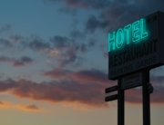 Independent hotel sign